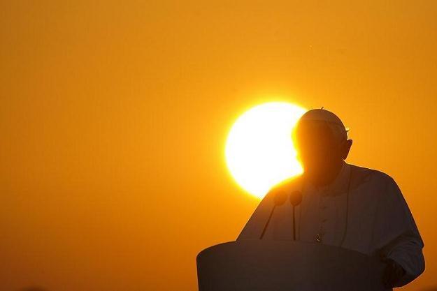 Według autora biografii Benedykta XVI: Papież był wyczerpany i przygnębiony /AFP