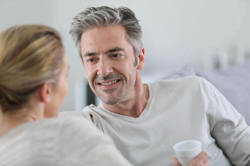 Według badania TNS OBOP największy wpływ na szczęście małżeńskie mają wzajemny szacunek i zaufanie /123RF/PICSEL