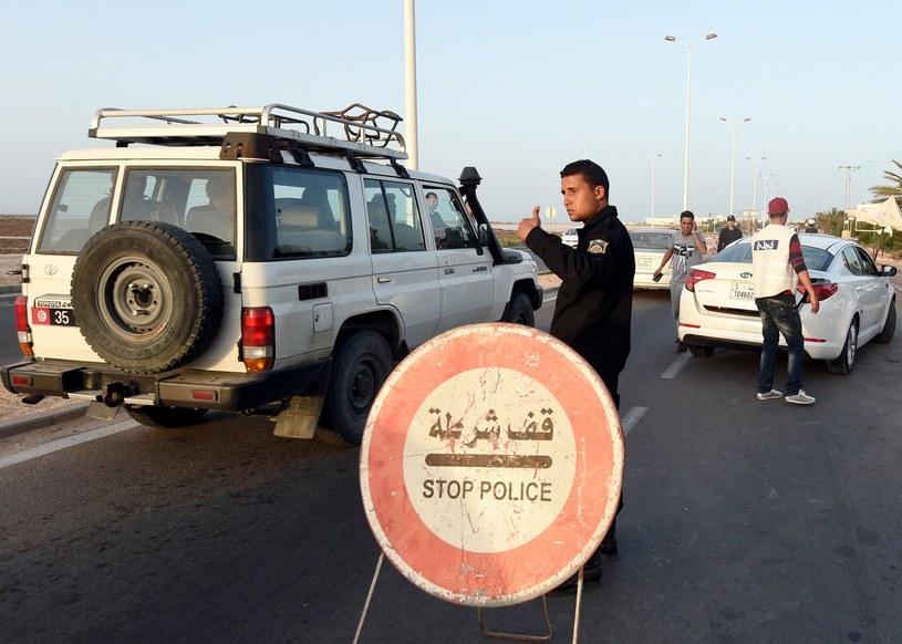 Według biur podróży i Tunezyjczyków w kraju jest już bezpiecznie /AFP
