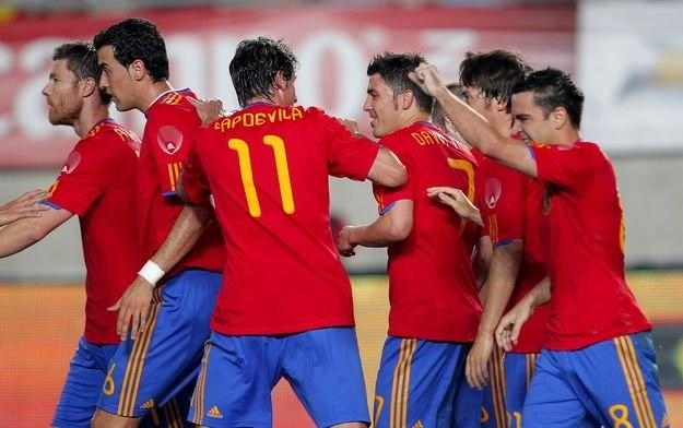 Według bukmacherów mistrzem świata zostaną Hiszpanie /AFP