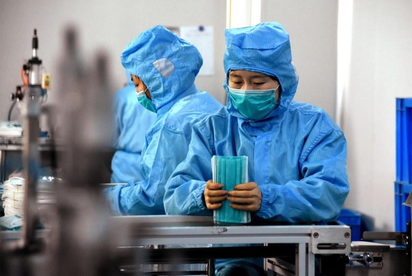 Według danych oficjalnych w Chinach epidemia zabiła dotąd co najmniej 132 osoby, a zakażenie potwierdzono u prawie 6 tys. /Liu Peng/Xinhua /East News