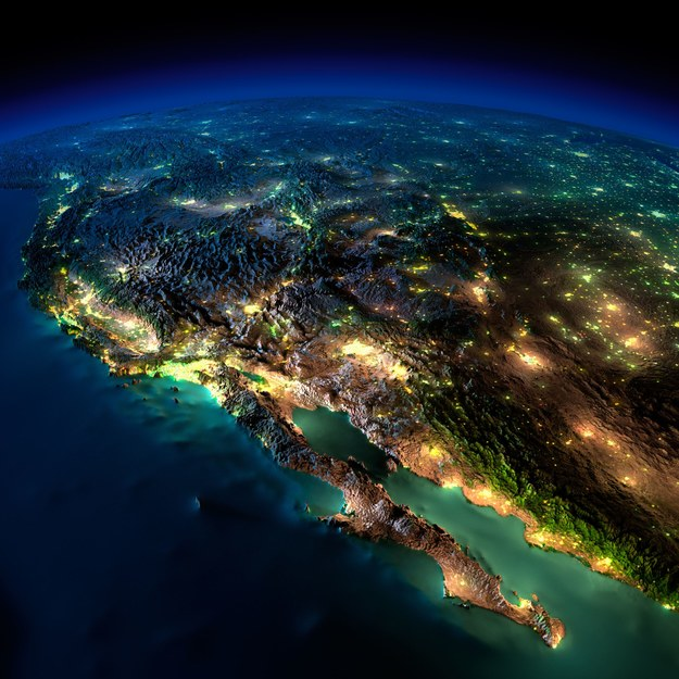 Według danych satelitarnych nad 18 proc. powierzchni Ziemi niebo zanieczyszczone jest światłem /123RF/PICSEL