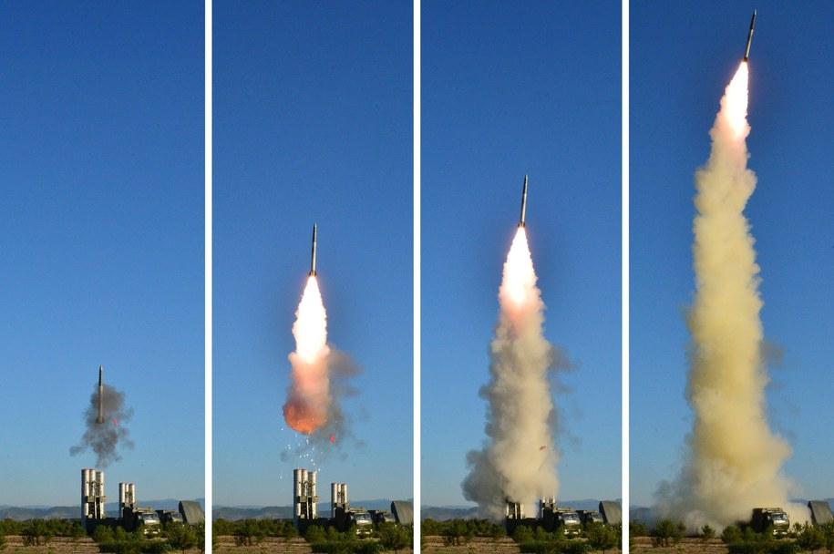 Według ekspertów amerykańskiego wywiadu Korea Płn. jest w stanie sama produkować silniki rakietowe /KCNA /PAP/EPA