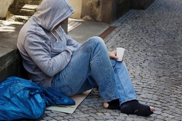 Według GUS w ubiegłym roku poniżej granicy ubóstwa znajdowało się ponad 2 mln gospodarstw domowych /© Panthermedia