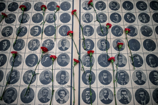 Według historyków w latach 1915-1917 w dokonanych przez siły tureckie rzeziach i deportacjach życie straciło około 1,5 mln ormiańskich mieszkańców ówczesnego imperium osmańskiego /AFP