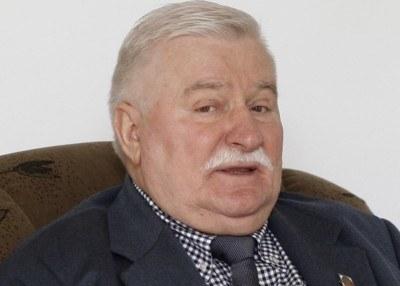 """Według Lecha Wałęsy PiS nie ma """"moralnego prawa do zmiany konstytucji"""" /AFP"""