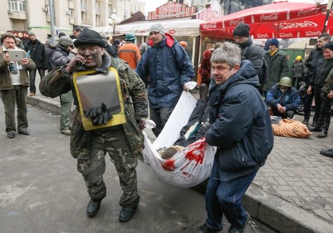 Według opozycji we wczorajszych starciach zginęło ok. 100 osób /SERGEY DOLZHENKO /PAP/EPA