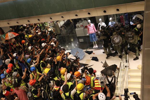 Według organizatorów, w manifestacji wzięło udział 115 tys. osób /JEROME FAVRE /PAP/EPA