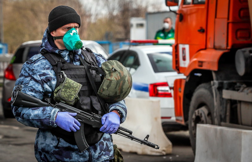 Według ostatnich danych, liczba zakażonych koronawirusem w Rosji sięgnęła 43 tys. /YURI KOCHETKOV /PAP/EPA