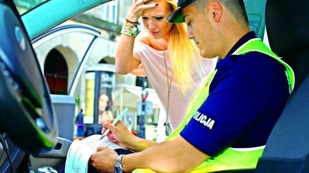 Według posłów obecne stawki mandatów zachęcają kierowców do łamania przepisów. /Motor