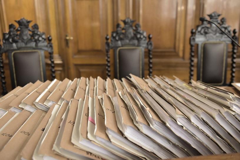 Według prokuratury oszukali niemal 19 tysięcy osób na kwotę ponad 850 mln złotych /Adam Warżawa /PAP