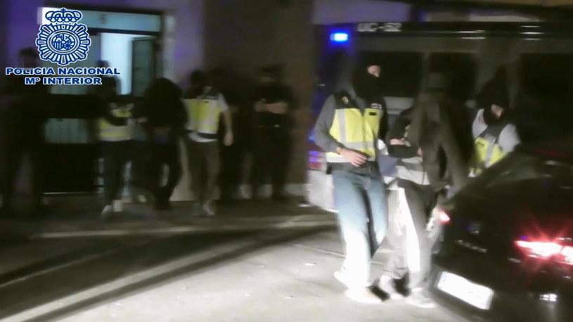 Według służb, 23-letni mężczyzna posiadał listę celów, które miały zostać zaatakowane /Spanish National Police / HANDOUT /PAP/EPA