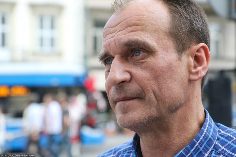 Według sondaży Paweł Kukiz wciąż traci poparcie /Jan Graczyński /East News