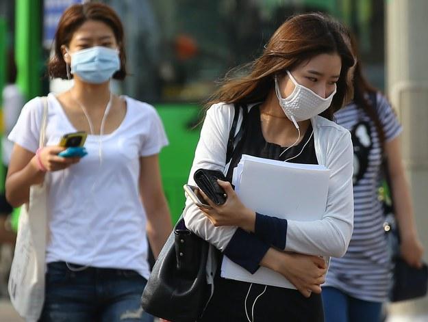 Według Światowej Organizacji Zdrowia 38 proc. zakażonych wirusem MERS umiera /YONHAP   /PAP/EPA