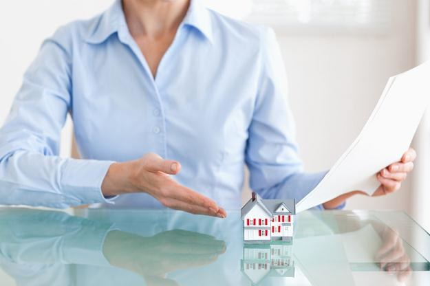 Według ustawy deweloperskiej umowy przedwstępne muszą mieć formę aktów notarialnych /©123RF/PICSEL