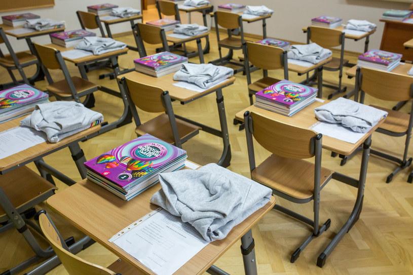 Według wytycznych MEN w roku szkolnym 2020/2021 dyrektor szkoły może wnieść o zmianę systemu nauczania, ale musi mieć zgodę organu prowadzącego oraz pozytywną opinię sanepidu /Bartosz Rozalski /Agencja FORUM