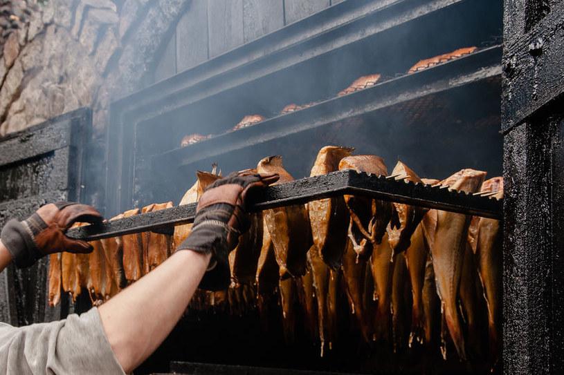 Wędzenie ryb /©123RF/PICSEL