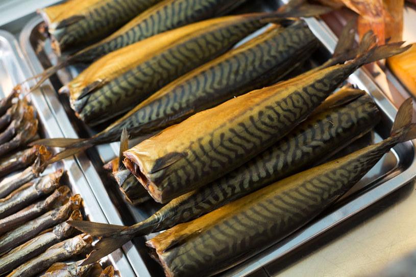 Wędzona makrela jest smaczna, ale nie każdy powinien się nią zajadać /123RF/PICSEL