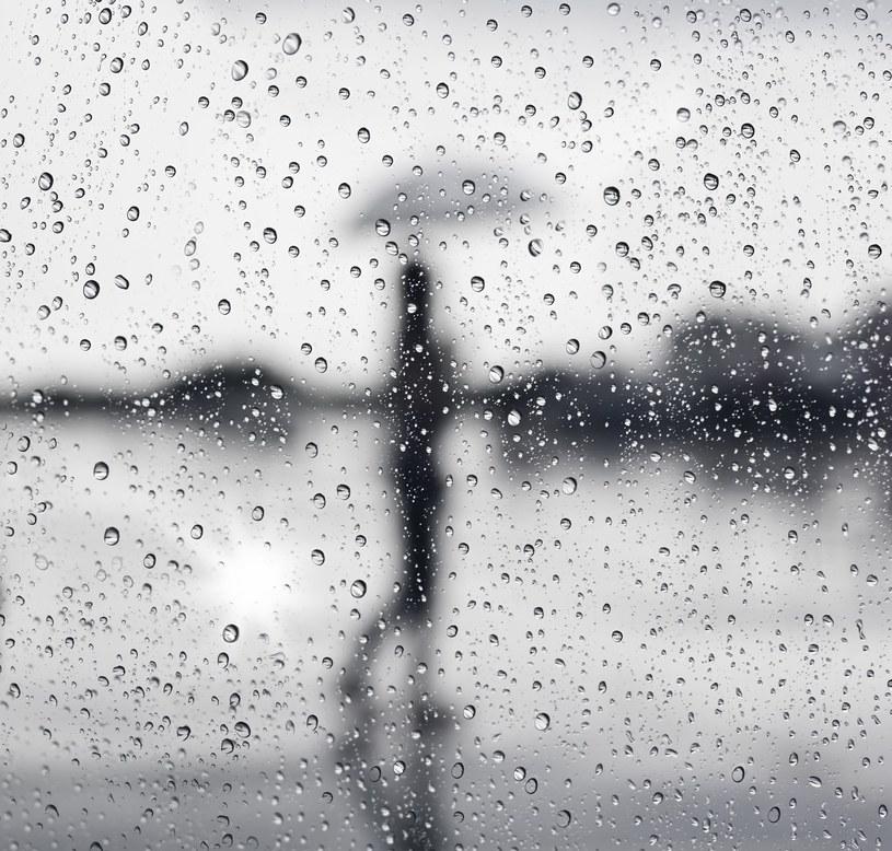 Weekend majowy upłynie pod znakiem deszczu /123RF/PICSEL