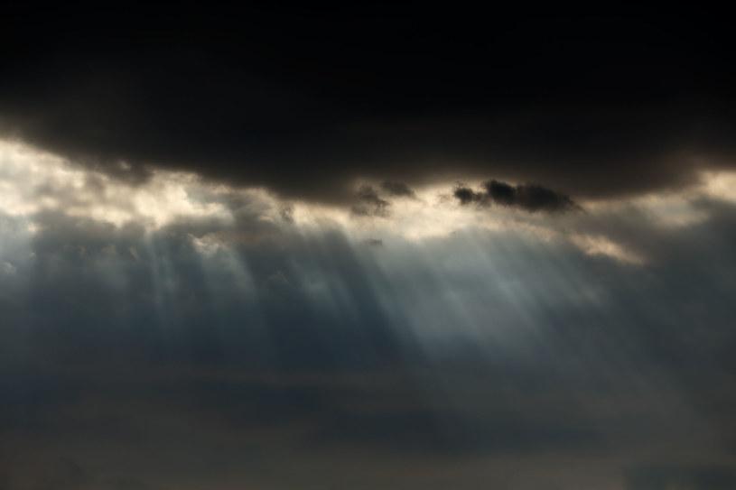Weekend zapowiada się pochmurnie i burzowo /123RF/PICSEL