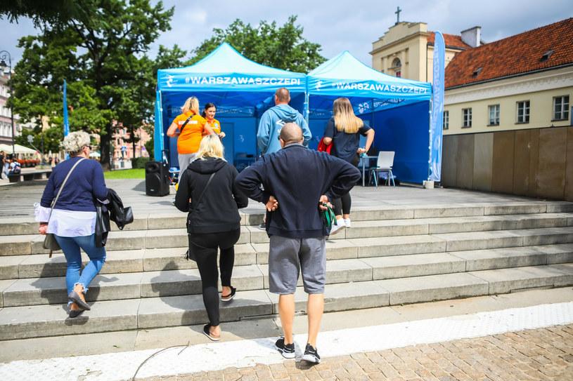 Weekendowy punkt szczepień w Warszawie /Adam Burakowski /Reporter