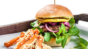 Wegetariański burger z płatkami migdałów