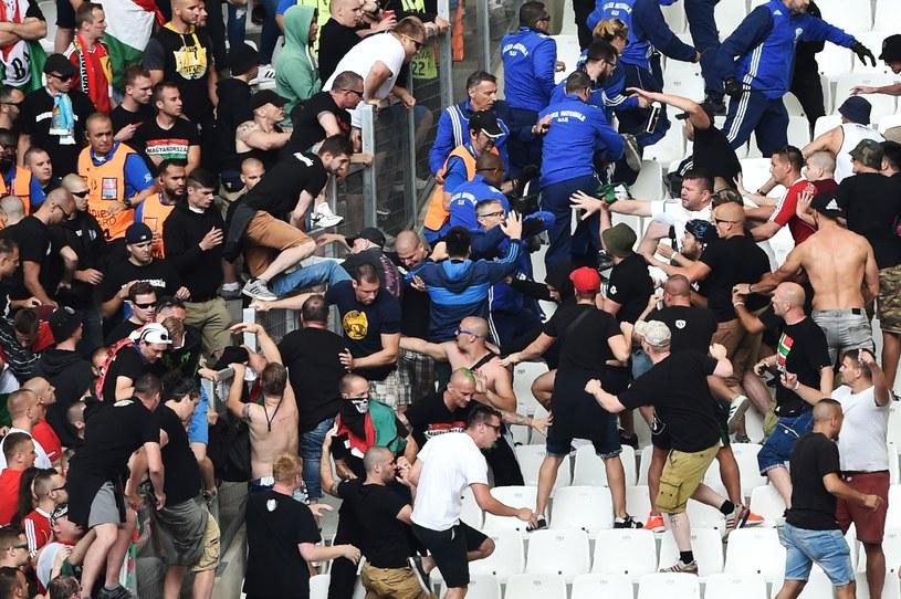 Węgierscy kibice podczas meczu z Islandią /AFP