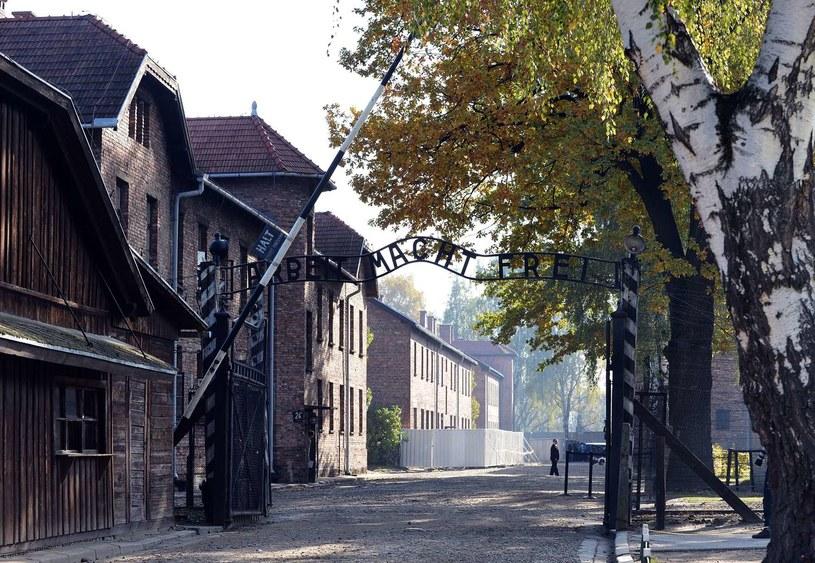 Wejście do byłego niemieckiego obozu zagłady /AFP