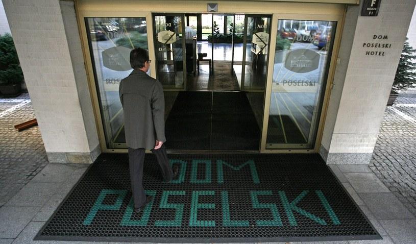 Wejście do Domu Poselskiego (arch.) /Jerzy Dudek /Agencja FORUM