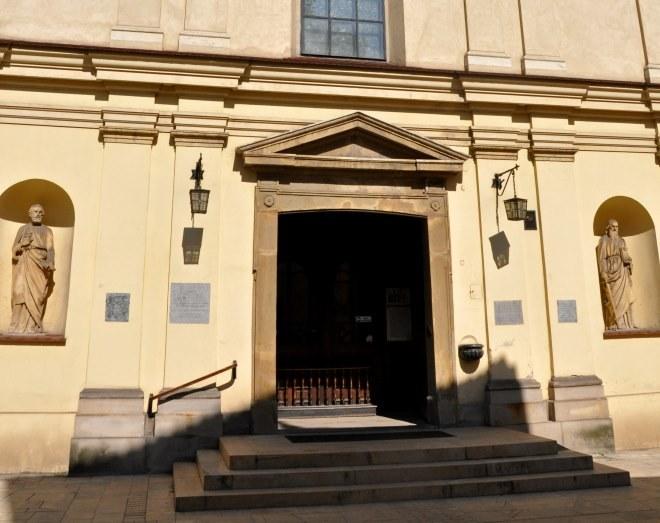 Wejście do kościoła św. Mikołaja, w którym miał być chrzczony diabeł /Wikimedia Commons /materiały prasowe