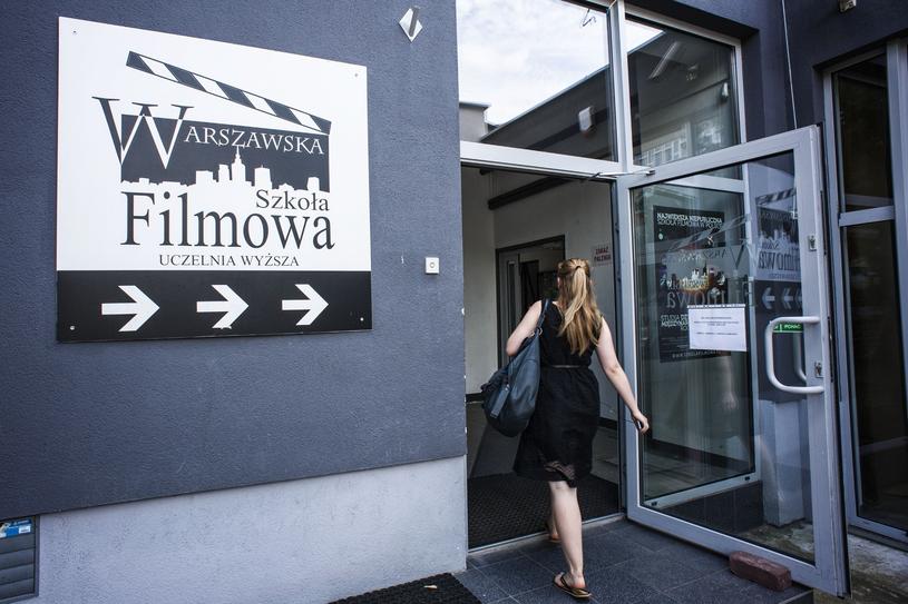 Wejście do Warszawskiej Szkoły Filmowej, znajdującej się na Żoliborzu /Jakub Wysocki /Reporter