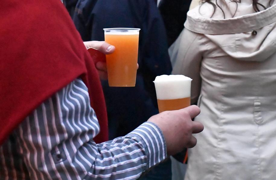 Wejście w życie podwyżki akcyzy na wyroby alkoholowe i tytoniowe 1 lutego 2020 r., a nie 1 stycznia 2020 r. - to ubytek dochodu o 144 mln zł - ostrzega wiceminister finansów Jan Sarnowski / Marcin Bielecki    /PAP