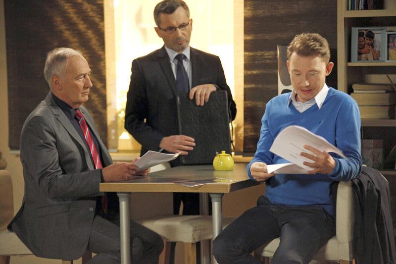 Weksler da Igorowi do podpisu dokumenty, w których przekaże mu cały swój majątek /Telus /AKPA