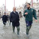 Wenecja. Delegacja reprezentacji Włoch odwiedziła zalane miasto
