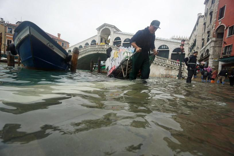 Wenecja pod wodą /ANDREA MEROLA /PAP/EPA