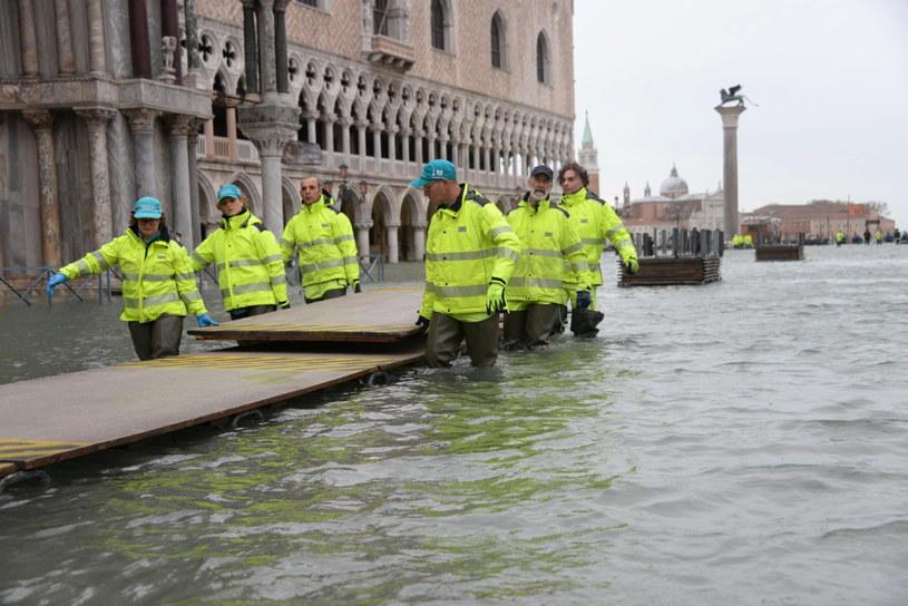 Wenecja walczy ze skutkami powodzi /ANDREA MEROLA /PAP/EPA