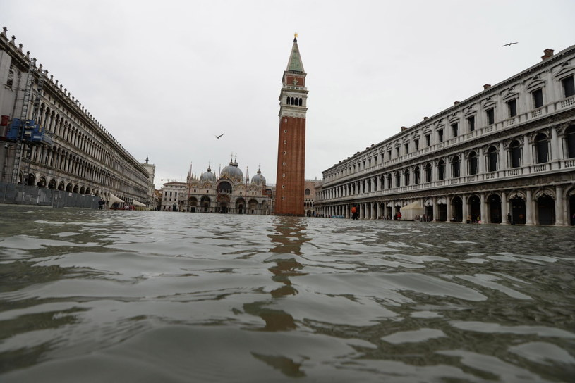 Wenecja została zalana po raz trzeci w tym tygodniu /ANDREA MEROLA /PAP/EPA