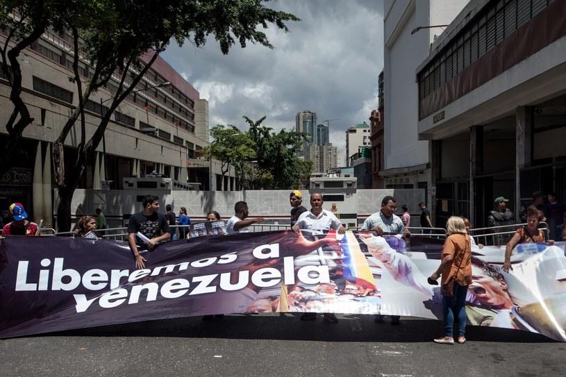 Wenezuela ma najtańsze paliwo na świecie ale to biedny kraj pełen gospodarczych patologii /PAP/EPA