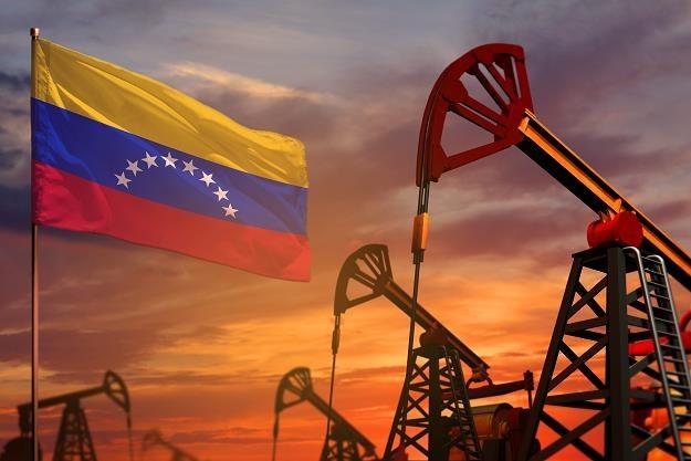 Wenezuela potajemnie eksportuje miliony baryłek ropy /©123RF/PICSEL
