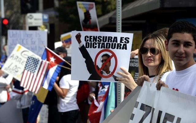 Wenezuelczycy wyszli na ulice /MICHAEL NELSON /PAP/EPA