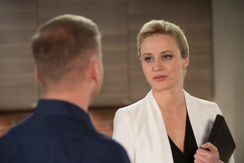 Weronika nie będzie ukrywała, że interesuje ją coś więcej niż stosunki zawodowe... /Agencja W. Impact