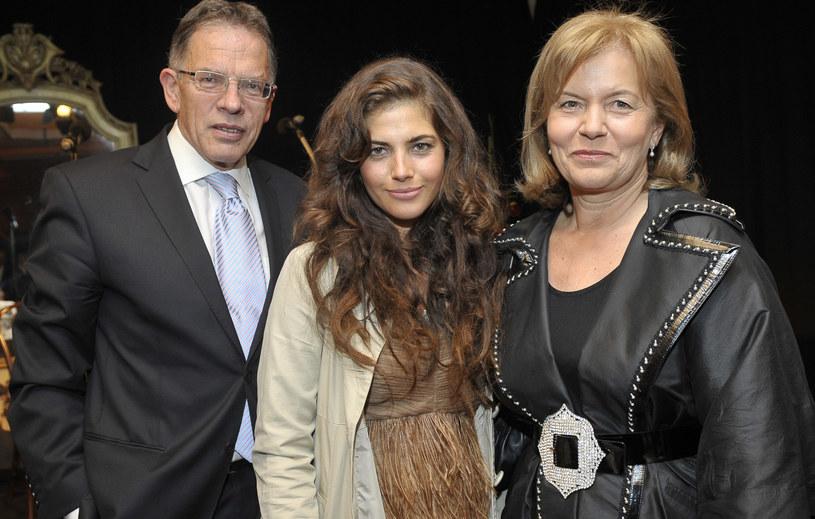 Weronika Rosati z rodzicami /Gałązka /AKPA