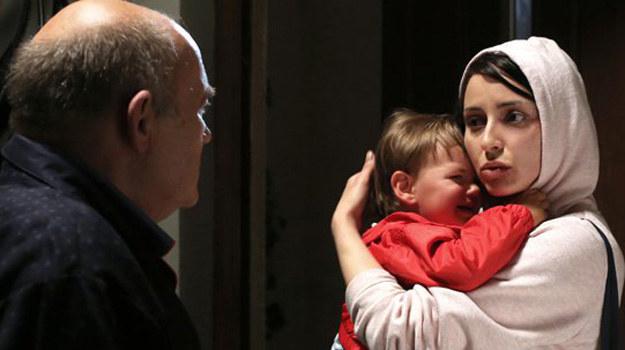 Weronika zapuka w nocy do drzwi domu Pyrków i wejdzie z dwuletnim synkiem Kubusiem. /www.barwyszczescia.tvp.pl/