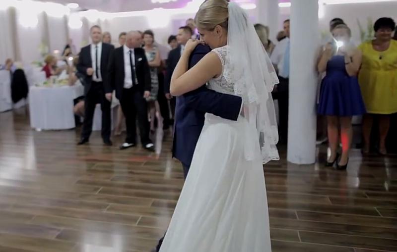 Weselny taniec tej pary podbił serca internautów /CięcieUjęcie /YouTube