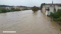 Wezbrane rzeki zmywają samochody z ulic, ludzie uciekają na dachy. 13 śmiertelnych ofiar powodzi we Francji