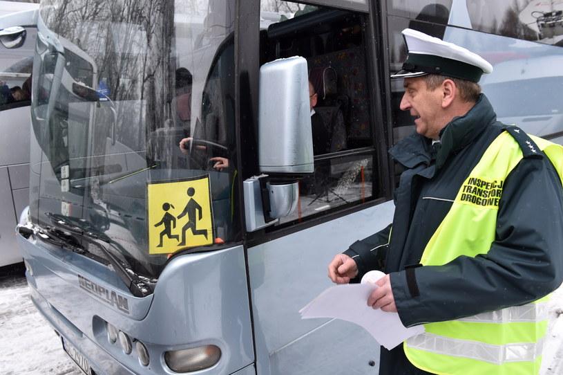 Wg ministra, ITD powinno zajmować się kontrolą autokarów i ciężarówek /Jacek Bednarczyk /PAP