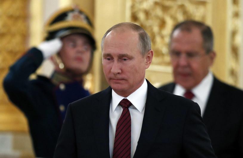 Wg sondażu FOM co piąty ankietowany negatywnie ocenia działania prezydenta Władimira Putina /AFP