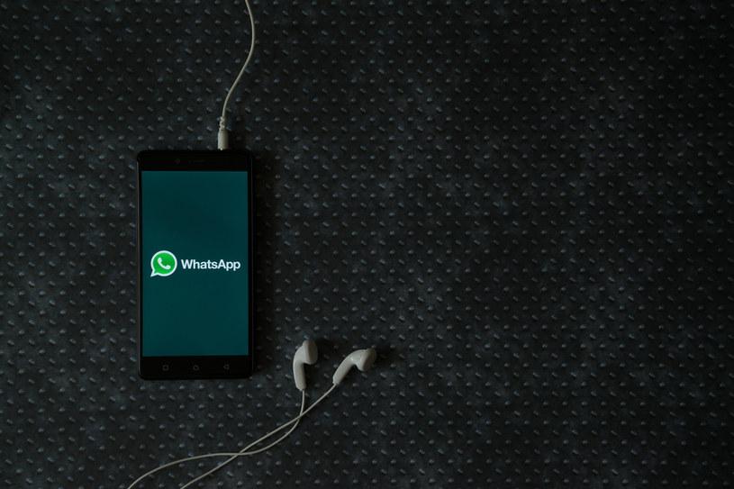 "WhatsApp skróci czas ""znikania"" wiadomości /123RF/PICSEL"