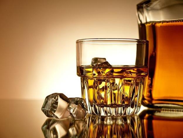 Whisky od lat zyskuje na popularności /©123RF/PICSEL