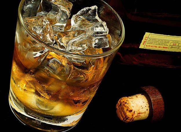 Whisky staje się coraz popularniejsze /123RF/PICSEL